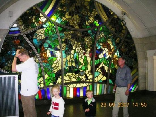 Moskovskiy Metropoliten: På vej ned i Metroen