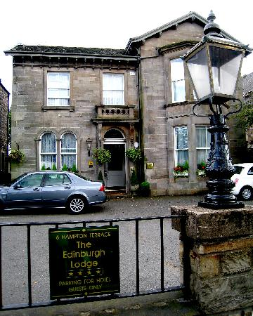 Edinburgh Lodge Hotel: Architecture écossaise typique