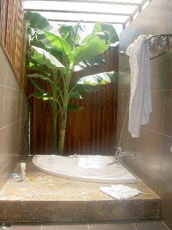 Romana Resort & Spa: Garden Shower