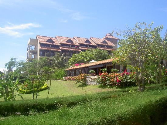 Romana Resort & Spa: The main building (all standard rooms are with balconies and have sea-view)