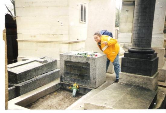 Caseville, มิชิแกน: Me at Jim Morrisons Grave.. 1998 Paris, France