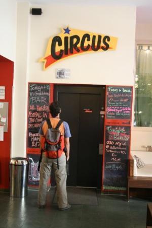 ذا سيركس هوستل: El Hostal. The Circus.  Bueno, bonito, y barato!