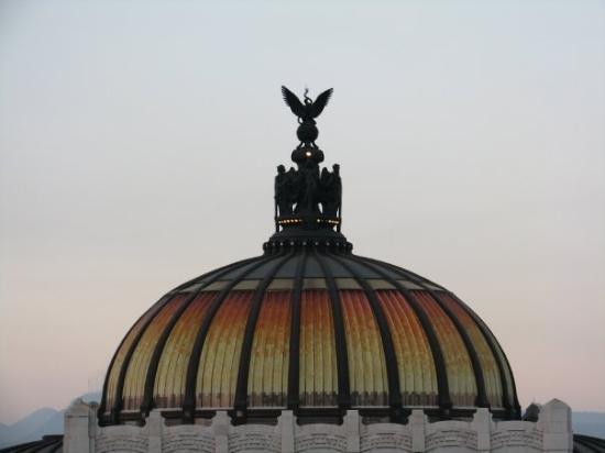 Palacio de Bellas Artes: Bellas Artes at sunset