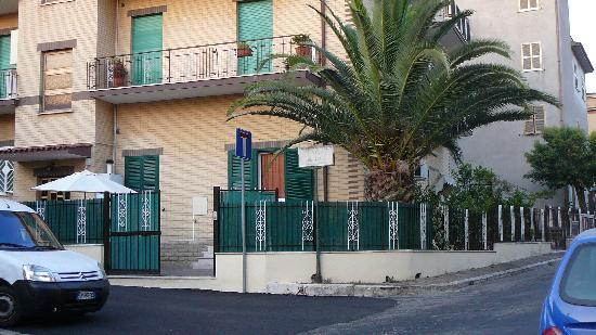 Casa Vacanze Chiro: the appartment seen from the street