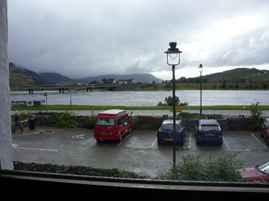 Dornie Hotel: The weather wsn't good but this was view