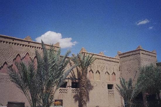 Kasbah Tizimi: Pool area
