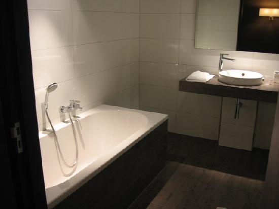 Badkamer - Foto van Van der Valk Hotel Apeldoorn - de Cantharel ...