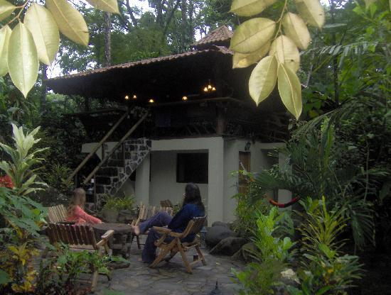 The terrace picture of congo bongo ecolodges costa rica for Jungle house costa rica