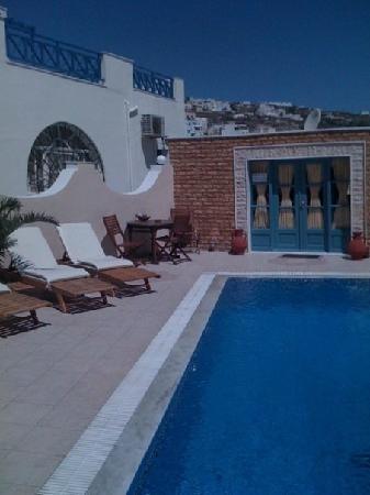 Evgenia Villas & Suites: Hotel pool area