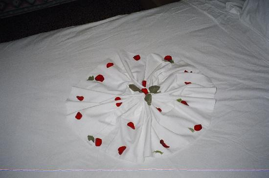 Sheraton Tunis Hotel: Bed decoration from napkins and rose petals