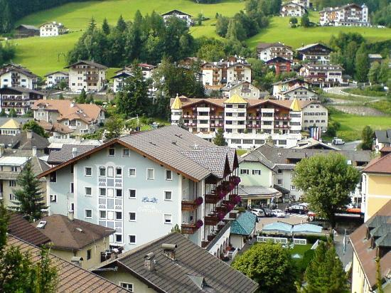 Hotel Genziana : Vista della parte posteriore dell'hotel