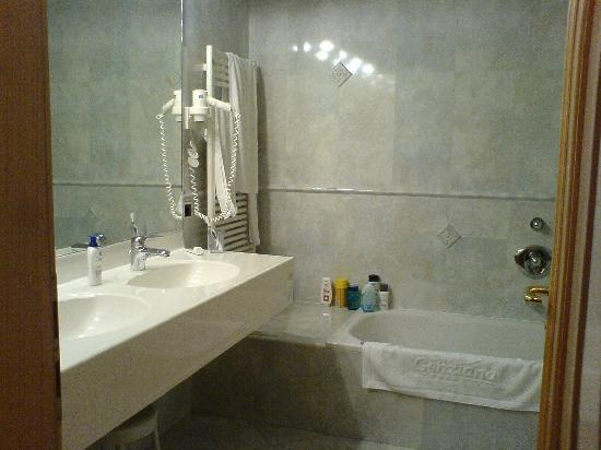 Hotel Genziana : Bagno camera superior