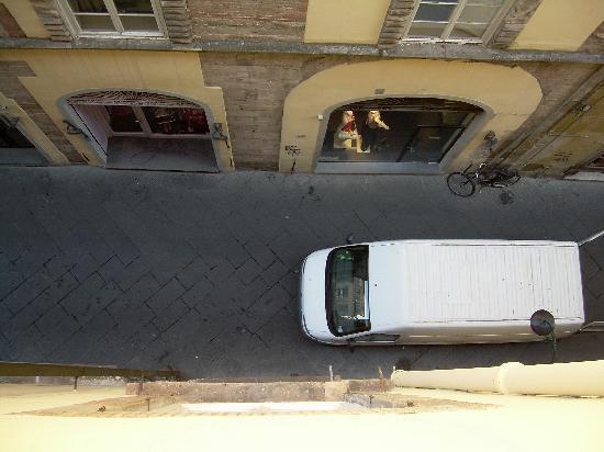 Al Tuscany B&B: vista sulla via