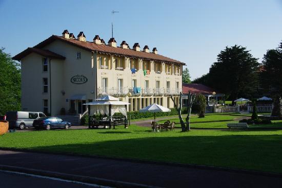 Hotel Nicol's: outside
