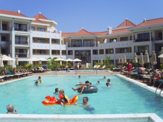 As Cascatas Golf Resort & Spa: pool area