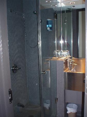 The Rex Hotel: geräumiges neues Duschbad