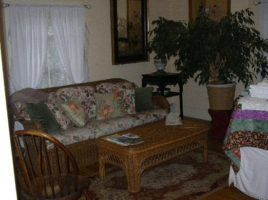 The Woodruff House Bed and Breakfast: One of the bedrooms with lots of space to relax