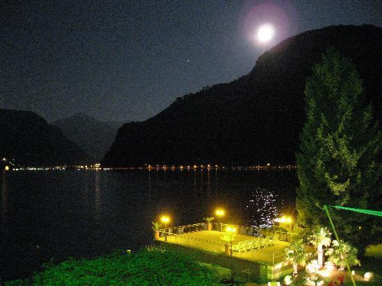 Pilatus Hotel: El lago de noche
