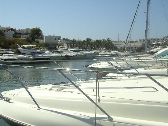 Inturotel Cala Esmeralda: Cala D'Or marina.  Quiet but nice for a stroll