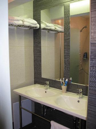 Anassa Hotel: Fab bathroom