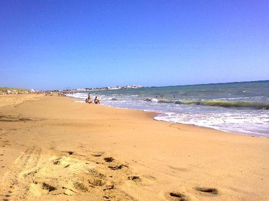 Le Clarys Plage : The Beach 5 mins drive from the campsite