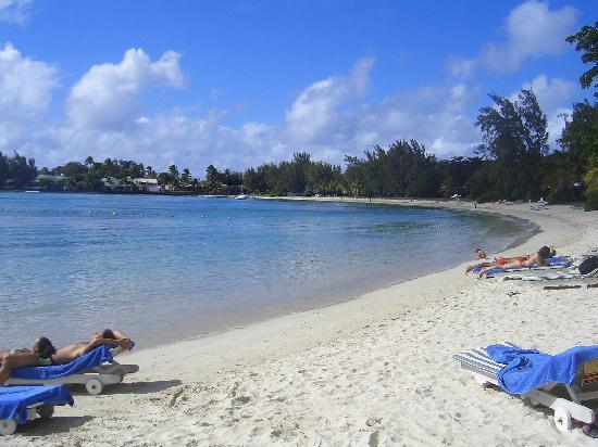 Merville Beach Hotel: beach