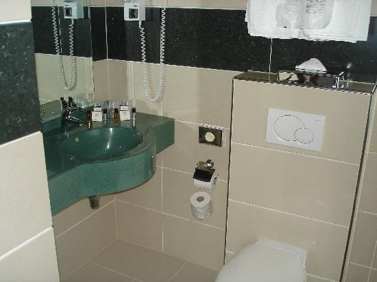 XO Hotels Blue Square: Baño
