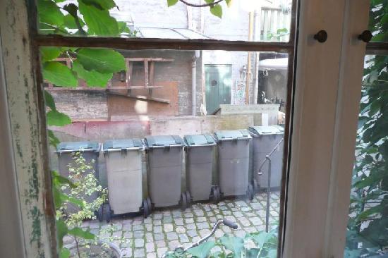 Morten Fredricksen Guesthouse: Alley