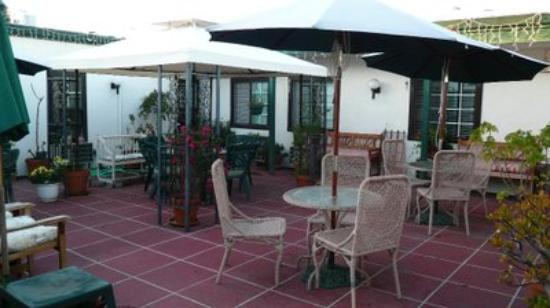 Hotel California: courtyard