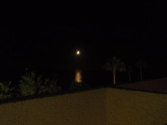 Las Rocas Resort & Spa: view from our room of the moon over the ocean