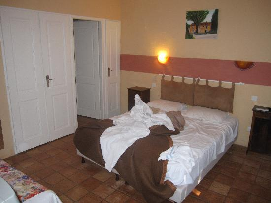 Le Mas De Fanny : Our room - we messed it up, it was clean when we arrived!