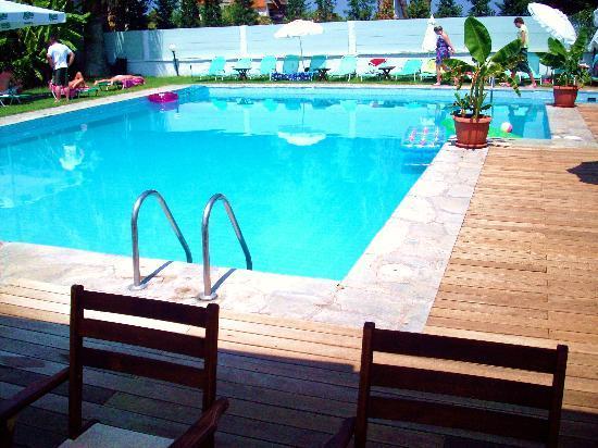Hanioti Village Resort: Pool area