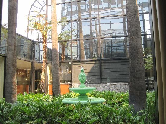 ฮิลตัน ลอสแอนเจลิส/ยูนิเวอร์แซลซิตี้: the lobby