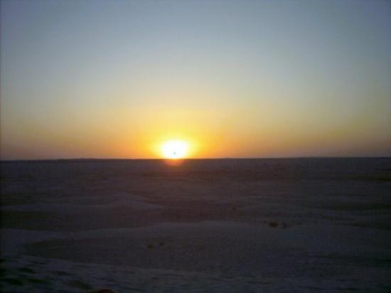 Douz, ตูนิเซีย: Tramonto nel Sahara - Tunisia