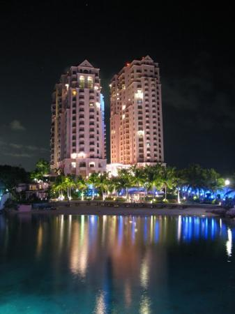 Movenpick Hotel Mactan Island Cebu: Hilton Cebu
