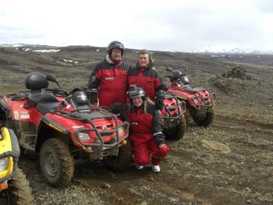 Mosfellsbaer, Island: Lobenz/Skarstein på ATV-tur mot Mosfellheiði