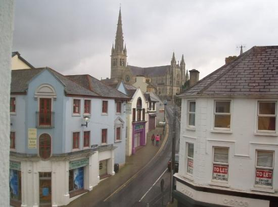 Donegal Town, Irlanda: The view of the city church from our hotel, the Letterkenny Hotel