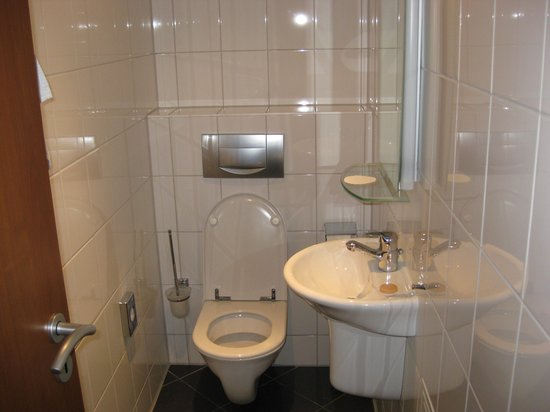 Aparion Apartments Berlin: guest bathroom
