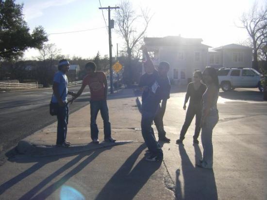 อาบีลีน, เท็กซัส: Petite photo de groupe à Fredericksburg!Lasa aiza ndray Tantine e? Nanao manège par si nga? :p