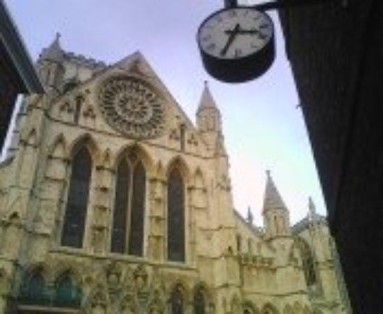 ยอร์คมินสเตอร์: York Minster.