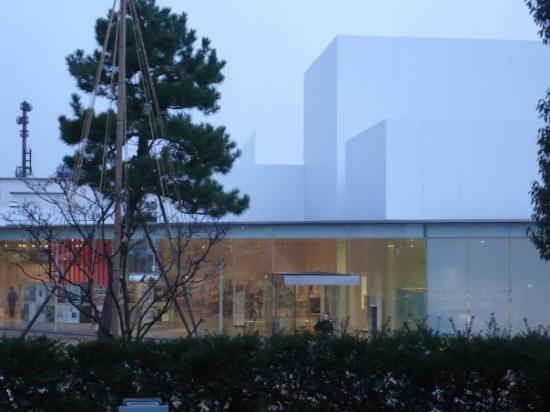 21st Century Museum of Contemporary Art: kanazawa 21 art museum