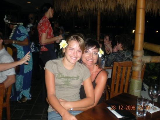 Duke's Waikiki: dukes with my mommy
