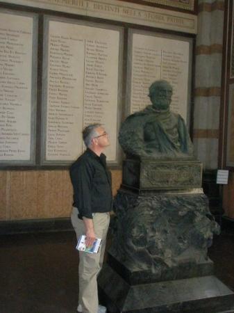 Cimetière Monumental : Verdi's bust in the Great Cemetary