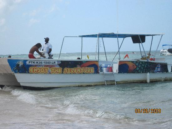 Dreams Palm Beach Punta Cana: The party boat was a great time!