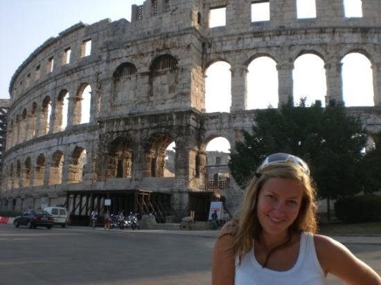 สนามประลองปูลา: Sabi + Amphitheater