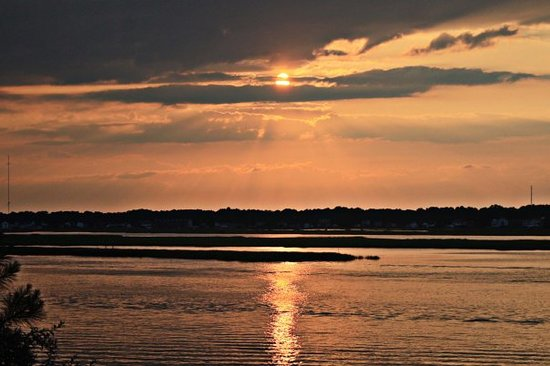 Pulau Chincoteague, VA: chincoteague sunset (heading to the main beach)