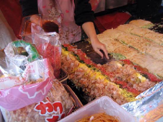 Kawasaki Daishi Heiken-ji Temple: 一番並んでいた広島焼を食べる。