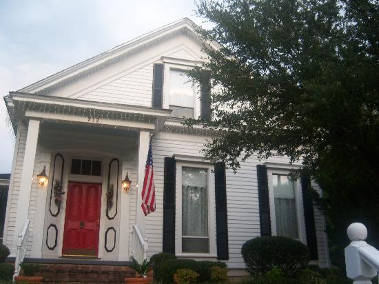 Claiborne House Bed and Breakfast: The House