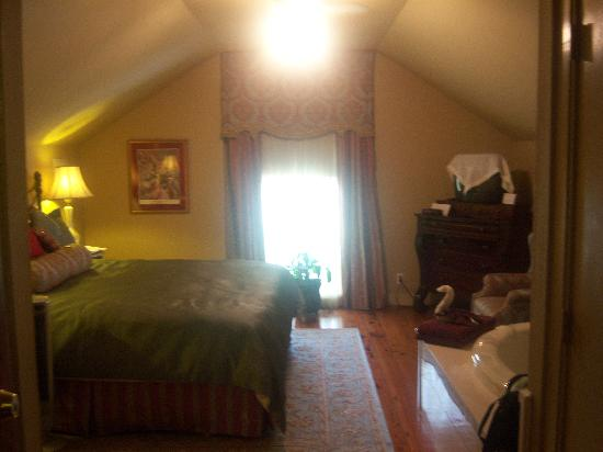Claiborne House Bed and Breakfast: The Wilde Room