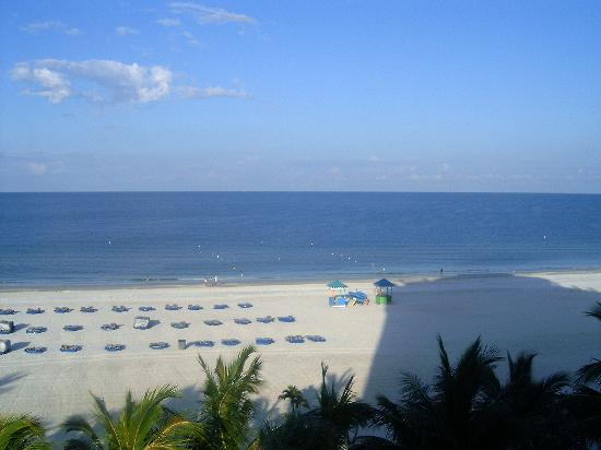 Grand Plaza Beachfront Resort Hotel & Conference Center: The beach from our balcony